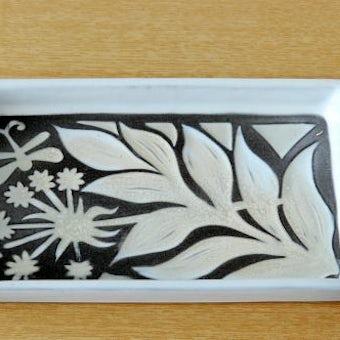 Upsala Ekeby/ウプサラエクビィ/Mari Simmulsonマリ・シミュルソン/陶器のスクエアプレート(蝶とお花)の商品写真