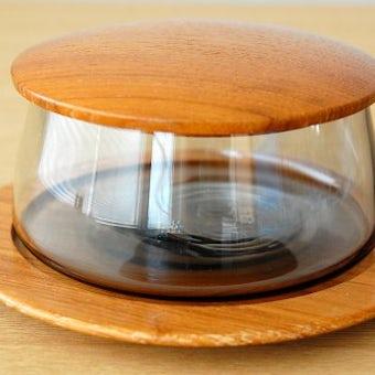 スウェーデンで見つけたガラスのキャニスター(木製トレー・木蓋付き)の商品写真
