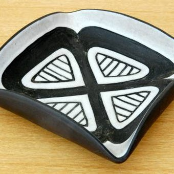 スウェーデンで見つけた陶器のアッシュトレイ(クローバー)の商品写真