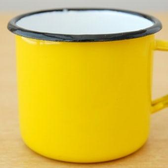 デンマークで見つけたホーロー製のマグカップ(イエロー)の商品写真