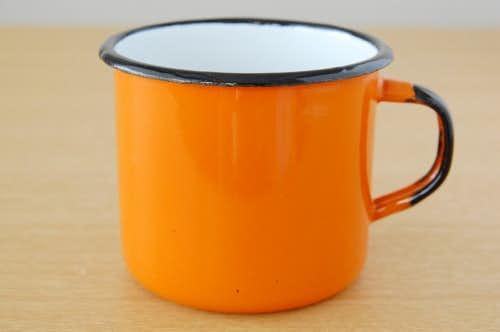 デンマークで見つけたホーロー製マグカップ(オレンジ)の商品写真