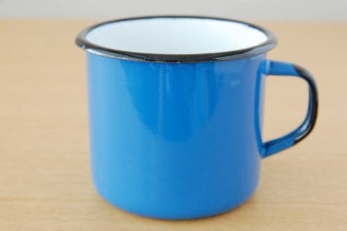 デンマークで見つけたホーロー製マグカップ(ブルー)の商品写真