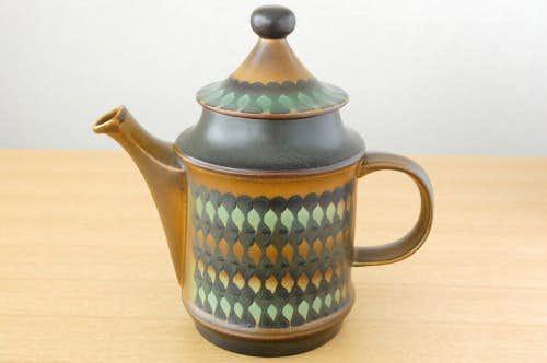 デンマークで見つけた個性的な陶器のティーポットの商品写真