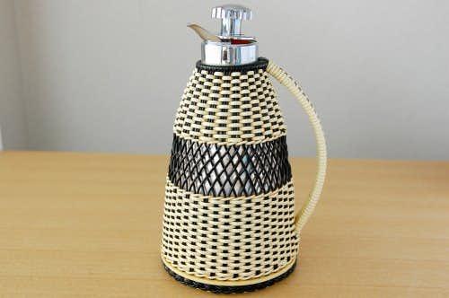 スウェーデンで見つけたビニールストロー素材を編んだカバー付きヴィンテージ魔法瓶(ブラック)の商品写真