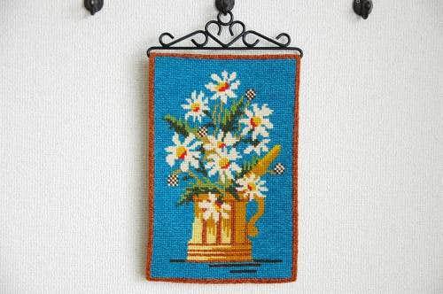 スウェーデンで見つけたタペストリー(花瓶とお花)の商品写真