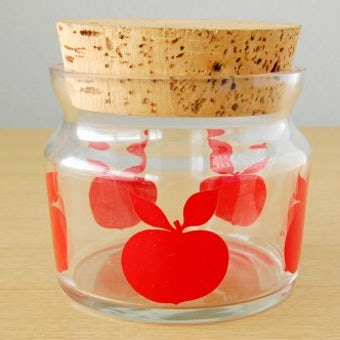 スウェーデンで見つけたガラスのキャニスター(リンゴ柄)の商品写真