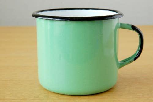 デンマークで見つけたホーロー製マグカップ(ミントグリーン)の商品写真