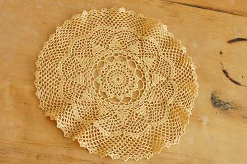 スウェーデンで見つけた手編みドイリー(ブラウン)の商品写真
