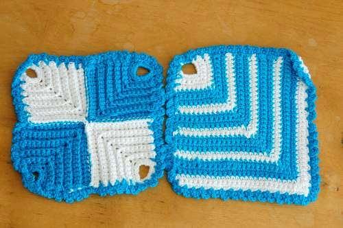 スウェーデンで見つけたブルーの手編みポットマット(鍋つかみ)2枚セットの商品写真
