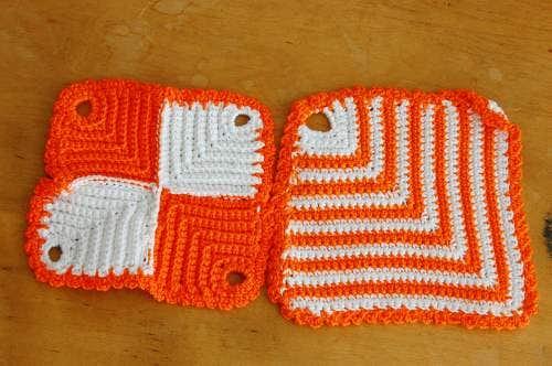 スウェーデンで見つけたオレンジ色の手編みポットマット(鍋つかみ)2枚セットの商品写真