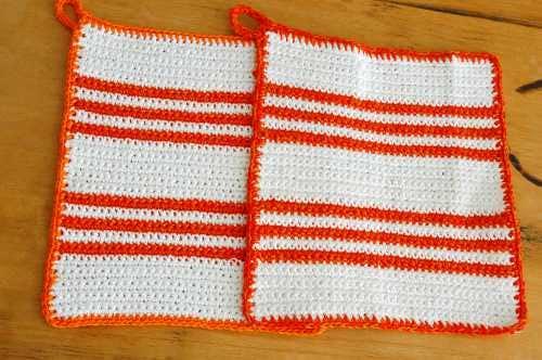 スウェーデンで見つけた手編みポットマット(鍋つかみ)2枚セットの商品写真