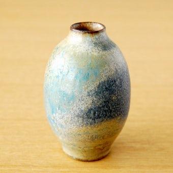 スウェーデンで見つけた小さな陶器の一輪挿し(卵型)の商品写真