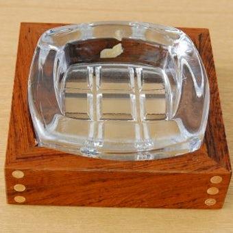 スウェーデンで見つけた木枠つきガラスのアッシュトレーの商品写真