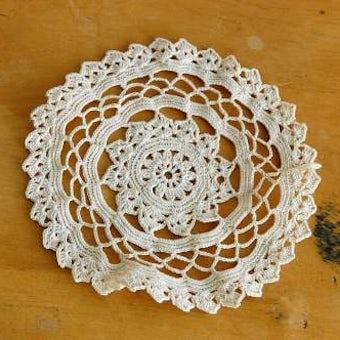 スウェーデンで見つけた手編みドイリー(クリーム色)の商品写真