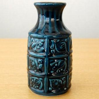 スウェーデンで見つけた葉っぱ模様の陶器の花瓶(藍色)の商品写真