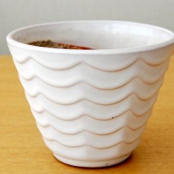 スウェーデンで見つけた陶器の植木鉢(横波模様)の商品写真