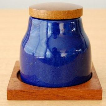 スウェーデンで見つけた陶器のスパイスポット(木蓋&木製トレー付き)の商品写真