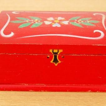 スウェーデンで見つけた古い木箱(レッド)の商品写真