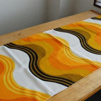 スウェーデンで見つけた波模様のテーブルランナー(オレンジ・波模様)の商品写真