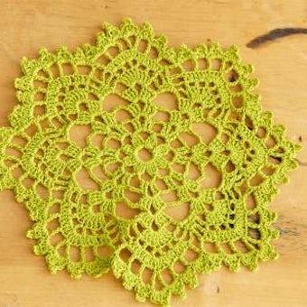 スウェーデンで見つけた手編みドイリー(オリーブグリーン)の商品写真