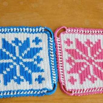 スウェーデンで見つけた手編みのポットマット(鍋つかみ)2枚セット/雪の結晶・スクエアの商品写真