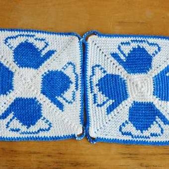 スウェーデンで見つけた手編みのポットマット(鍋つかみ)2枚セット/ケトル柄・スクエアの商品写真