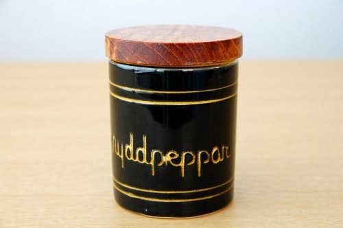 スウェーデンで見つけた木蓋付きスパイスポット/Kryddpeppar/スパイシーペッパー(少々難あり)の商品写真