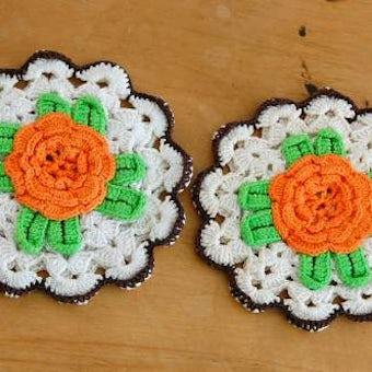 スウェーデンで見つけた手編みのポットマット(鍋つかみ)/お花・サークルの商品写真