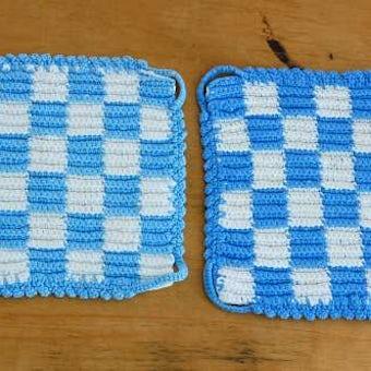 スウェーデンで見つけた手編みのポットマット(鍋つかみ)2枚セット/市松模様・スクエアの商品写真