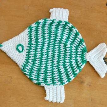 スウェーデンで見つけた手編みの鍋つかみ/お魚の形の商品写真