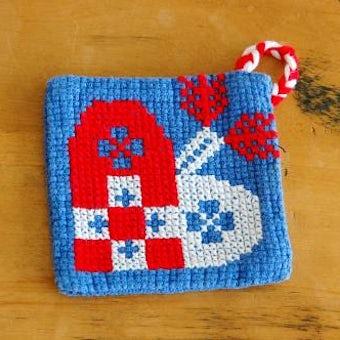 スウェーデンで見つけた手編みの鍋つかみ(ハート模様)の商品写真
