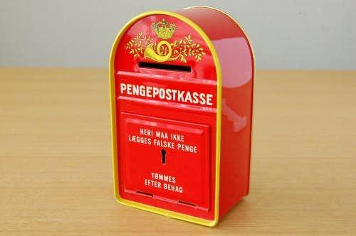 スウェーデンで見つけたブリキの貯金箱(ポストの形)の商品写真