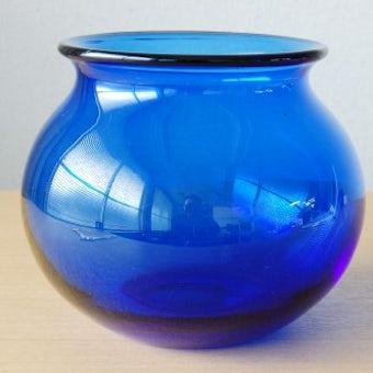 スウェーデンで見つけたガラスの花瓶(ブルー)の商品写真