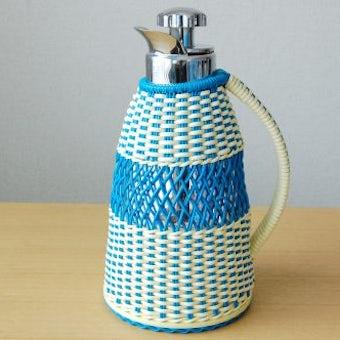 スウェーデンで見つけたビニールストローのカバー付きヴィンテージ魔法瓶の商品写真