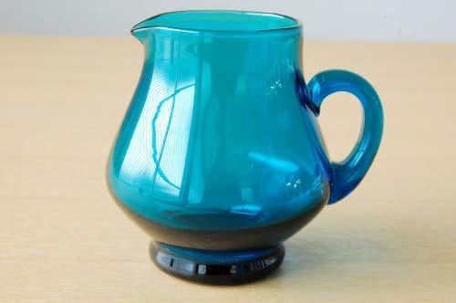 デンマークで見つけたガラスのクリーマー(ブルー)の商品写真