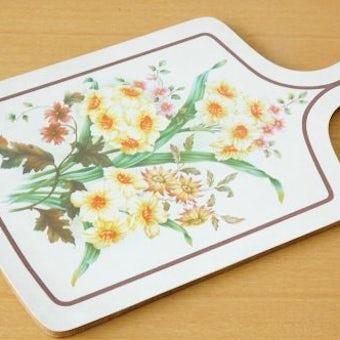 デンマークで見つけたお花模様のカッティングボードの商品写真