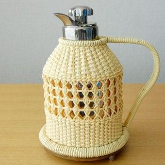 スウェーデンで見つけたビニールストローカバー付きヴィンテージ魔法瓶(ナチュラル)の商品写真
