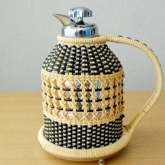 スウェーデンで見つけたビニールストローカバー付きヴィンテージ魔法瓶(ブラック)の商品写真