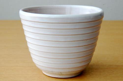 スウェーデンで見つけた陶器の植木鉢(ホワイト・横縞模様)の商品写真
