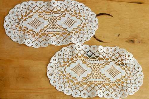 スウェーデンで見つけた手編みドイリー(楕円)の商品写真