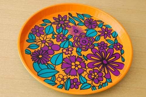 スウェーデンで見つけたブリキのトレー(オレンジ×パープルお花)の商品写真