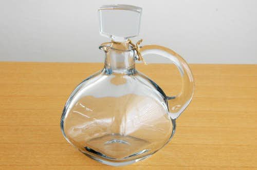 スウェーデンで見つけた持ち手付きガラスボトルの商品写真