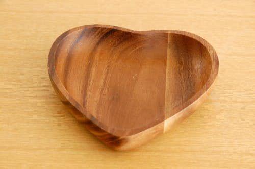 スウェーデンで見つけた木製プレート(ハート型)の商品写真