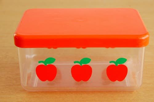 デンマークで見つけたプラスティック製のバターケース(リンゴ模様)の商品写真