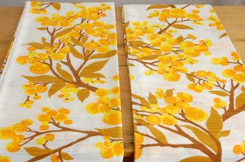 スウェーデンで見つけたヴィンテージカーテン2枚セット(イエロー×オレンジ・花柄)の商品写真