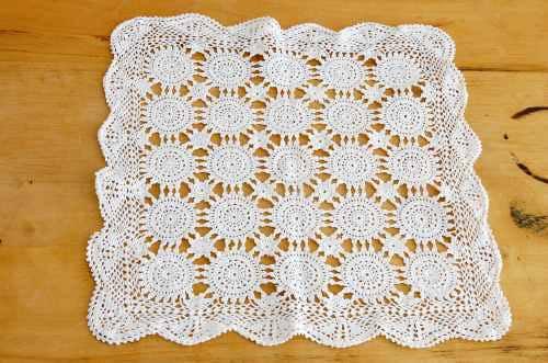 スウェーデンで見つけた手編みのセンターマット(ホワイト)の商品写真