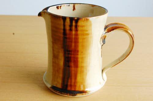 デンマークで見つけた陶器のピッチャー(ベージュ)の商品写真