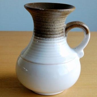スウェーデンで見つけた陶器の花瓶(ブラウン×ホワイト)の商品写真