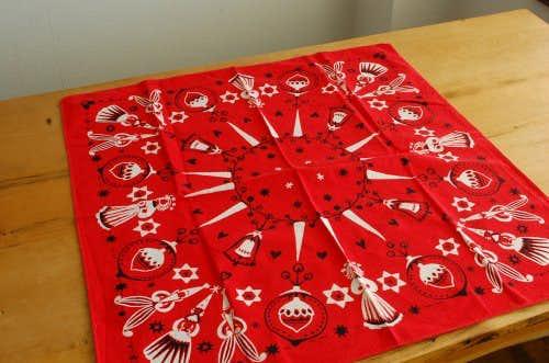 スウェーデンで見つけたクリスマスモチーフのテーブルクロス(ベル・レッド)の商品写真