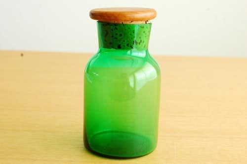 スウェーデンで見つけた木蓋付きガラス瓶(グリーン)の商品写真